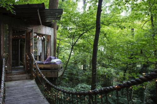 06-Secluded Intown Treehouse