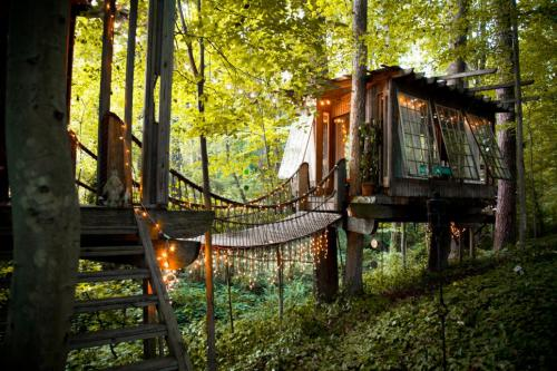 07-Secluded Intown Treehouse