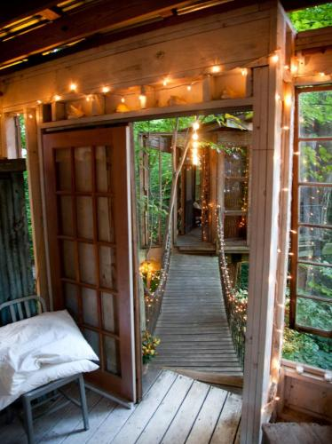 12-Secluded Intown Treehouse