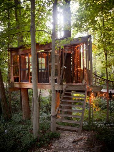 14-Secluded Intown Treehouse