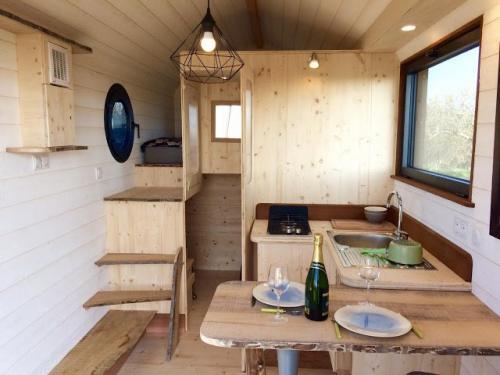 Huttopie-Tiny-House-on-Wheels-010