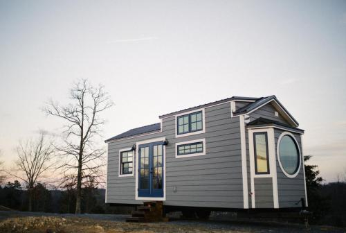 Monocle_Tiny_House_Wind_River_Tiny_Homes_01