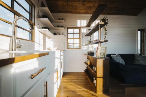 Monocle_Tiny_House_Wind_River_Tiny_Homes_06