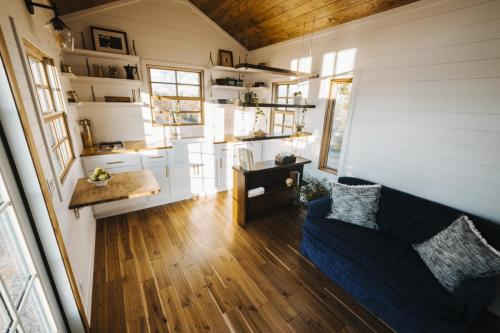 Monocle_Tiny_House_Wind_River_Tiny_Homes_07