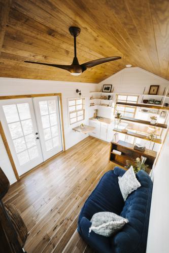 Monocle_Tiny_House_Wind_River_Tiny_Homes_12