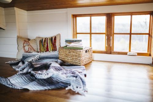Monocle_Tiny_House_Wind_River_Tiny_Homes_13