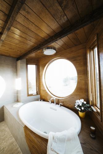 Monocle_Tiny_House_Wind_River_Tiny_Homes_16