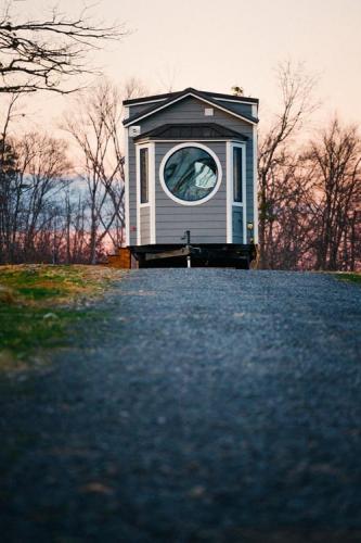 Monocle_Tiny_House_Wind_River_Tiny_Homes_21