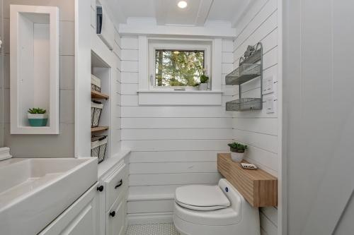 The-Heritage-Tiny-House-by-Summit-Tiny-Homes-011