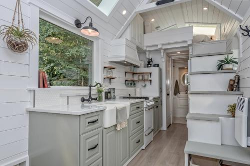 The-Heritage-Tiny-House-by-Summit-Tiny-Homes-004