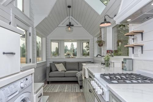 The-Heritage-Tiny-House-by-Summit-Tiny-Homes-007