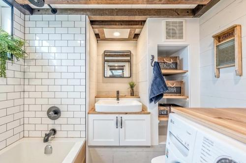 West-Coast-Tiny-House-by-Summit-Tiny-Homes-010