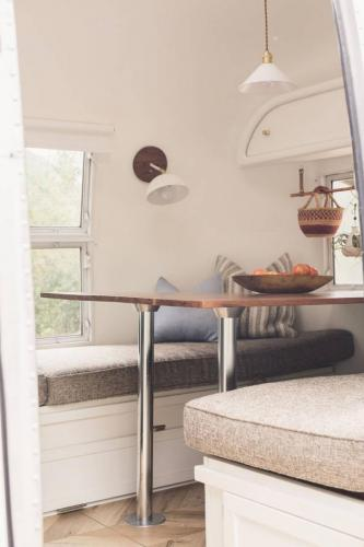 airstream-renovation-bonnie-christine-tiny-house-03