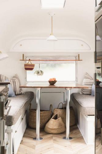 airstream-renovation-bonnie-christine-tiny-house-04