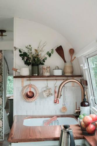 airstream-renovation-bonnie-christine-tiny-house-06