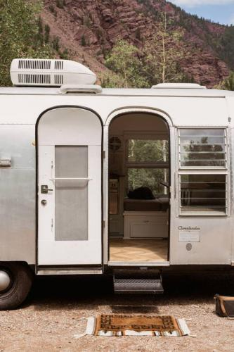 airstream-renovation-bonnie-christine-tiny-house-15