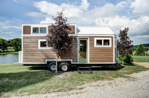 clover-tiny-house-modern-tiny-living-01