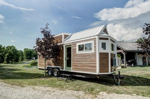 clover-tiny-house-modern-tiny-living-02