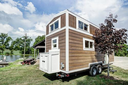 clover-tiny-house-modern-tiny-living-03