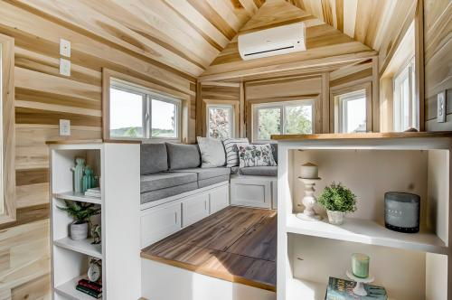 clover-tiny-house-modern-tiny-living-08