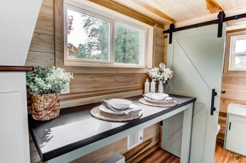 clover-tiny-house-modern-tiny-living-14