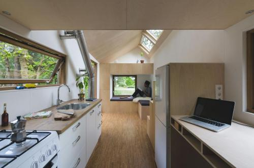 contemporary-tiny-house-03