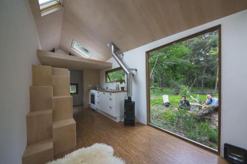 contemporary-tiny-house-04