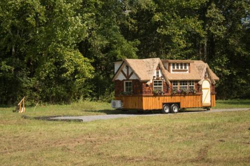 highland_tiny_house_incredible_tiny_homes_03