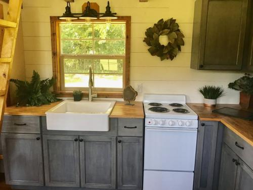highland_tiny_house_incredible_tiny_homes_07