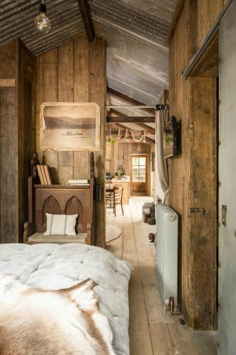 rustic-charm-cabin-10