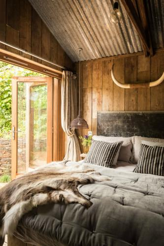 rustic-charm-cabin-11