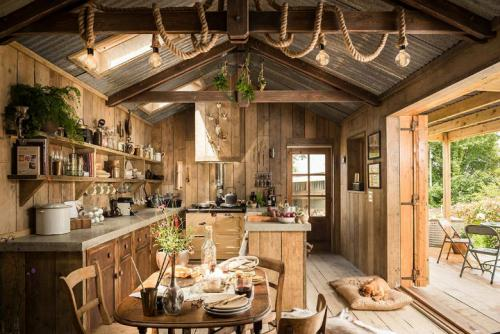 rustic-charm-cabin-01