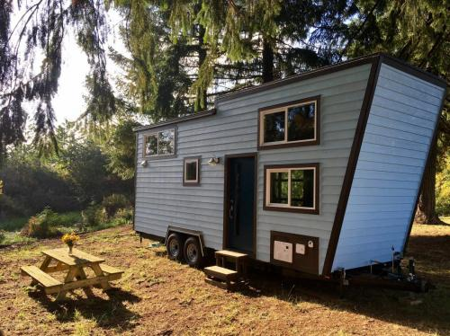 tiny-adventure-home-tiny-heirloom-01a